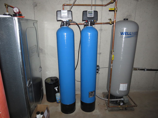 Pictured: Greensand Iron Filter 5700e 1.5CF (left) and Sediment Filter 5700e 1.5CF (right)